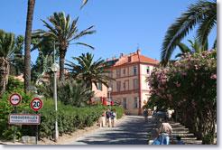 Porquerolles - Village arrival