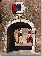 Pourcieux - Typical vaulted entry