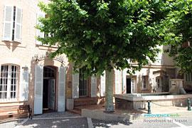 Lavoir et mairie de Roquebrune sur Argens