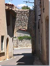 La Bastide des Jourdans, vaulted way