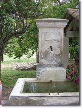 Buoux, fountain