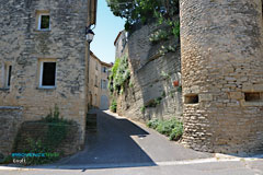 Goult, street and tower