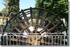 Isle sur la Sorgue - Water wheel