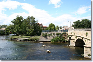 Le Thor, bridge over the Sorgue river