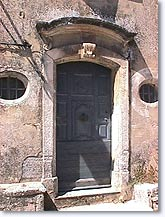 Maubec, old door