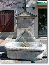 Peypin d'Aigues, fountain