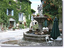 Saignon, fountain