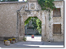 Saint Didier, door of the castle