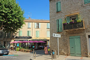 La Tour d'Aigues, square and caf terrace